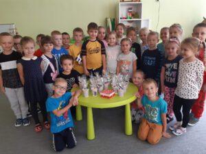 Filip świętuje urodziny z całą grupą Motylek