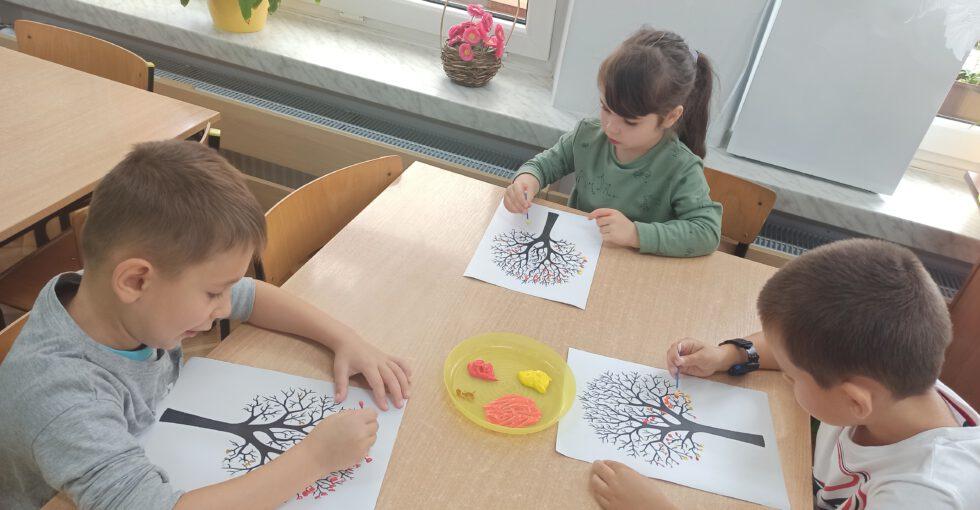 Malujemy jesienne drzewa.