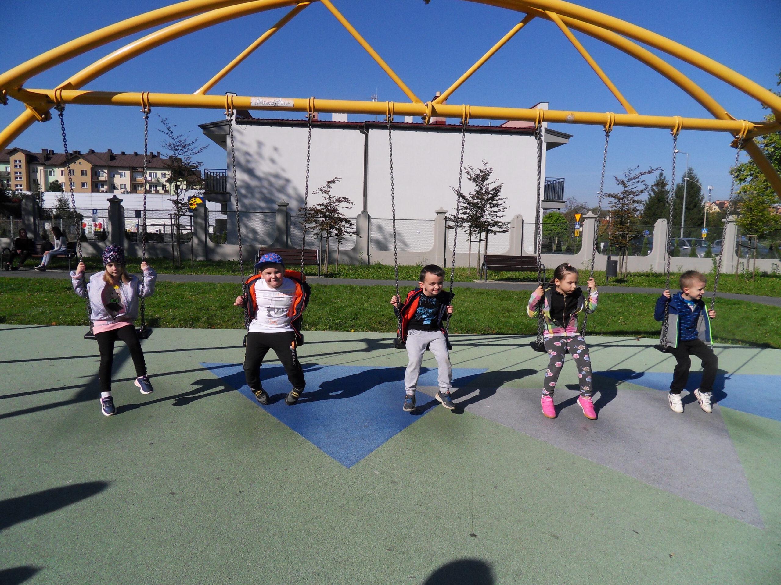 Zabawy w parku.